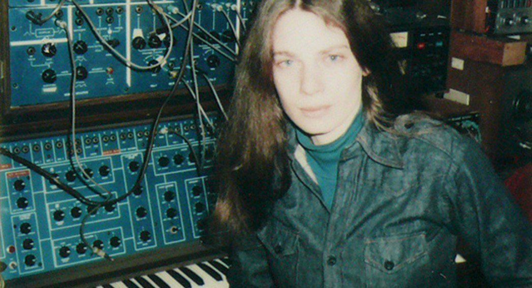 10 Synth Wizards &amp; The Machines They Fell In Love With #video #audio #WendyCarlos #ElianeRadigue #KlausSchulze #SuzanneCiani #EMS #Buchla  http:// blog.landr.com/moments-music- 10-synth-wizards-machines-fell-love/ &nbsp; … <br>http://pic.twitter.com/CIlzcXMXfa