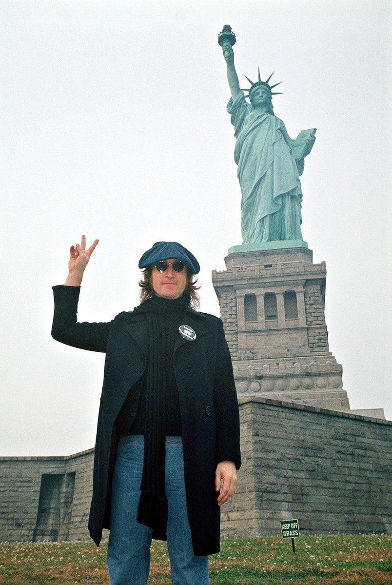 PHOTO OF THE DAY. John Lennon in New York City (1974). https://t.co/4lFINjN2HQ