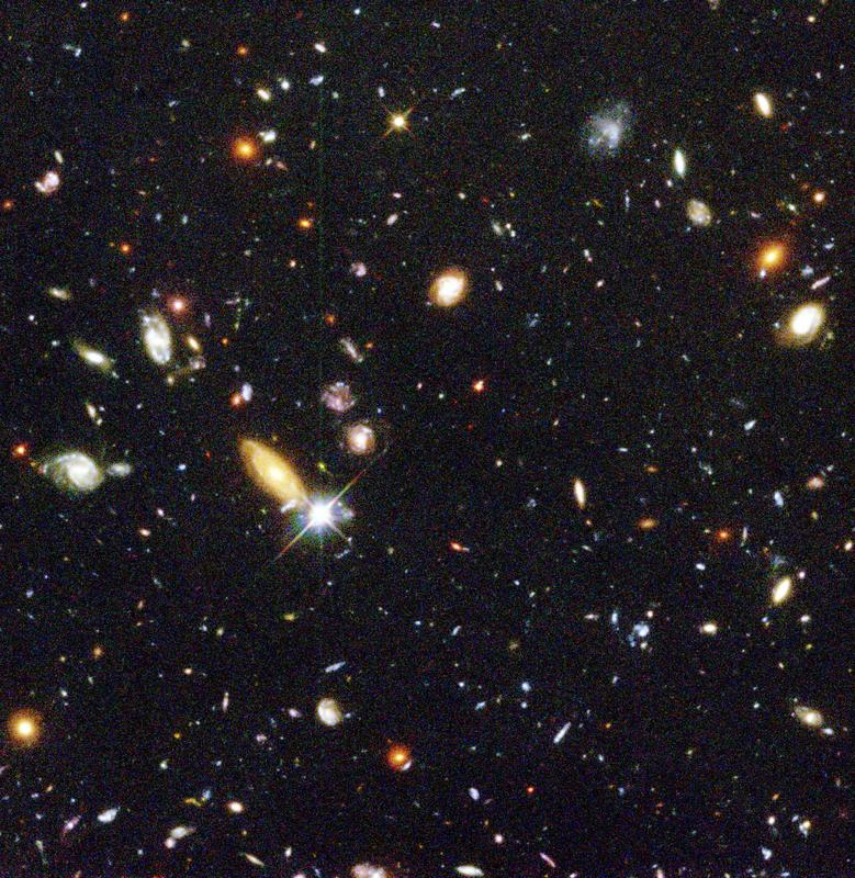 #HubbleClassic 22 years ago this week Hubble completed observations for the Hubble Deep Field. At the time, it was the deepest optical view of the universe ever captured. It showed hundreds of never-before-seen galaxies in a tiny speck of sky that had previously appeared blank.