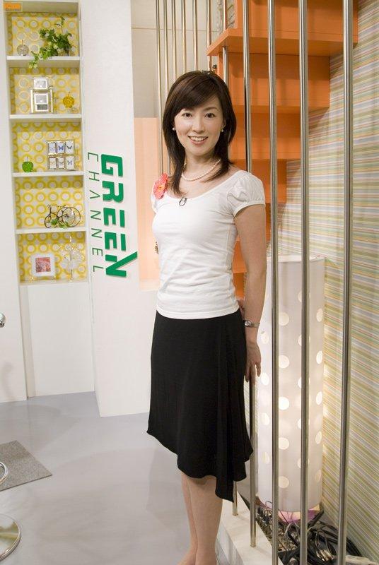 ミニスカート姿の甲斐まり恵さん