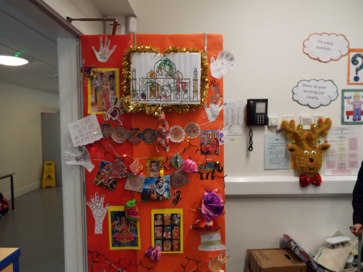 bredon hill academy on twitter this afternoon pupils were invited to decorate their door the theme was christmas around the world here are some - Christmas Around The World Theme Decorations