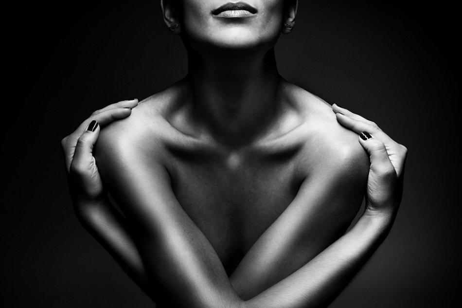 назначенный день, черно-белая фотография женского тела более