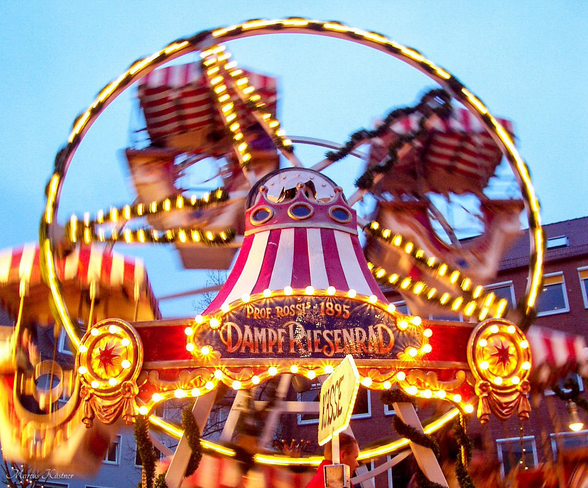 Weihnachtsmarkt Nürnberg.Marcus Kästner On Twitter Dieses Dampf Riesenrad Steht In Nürnberg