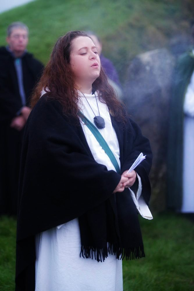 Aelodau or Urdd yn dathu Alban Arthan. Members of the Order celebrating Midwinter this weekend.