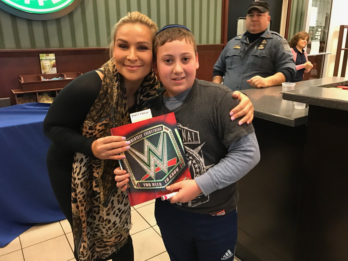 @NatbyNature greets the @WWEUniverse at @BNBuzz & signs the new book WWE: Absolutely Everything You Need to Know!