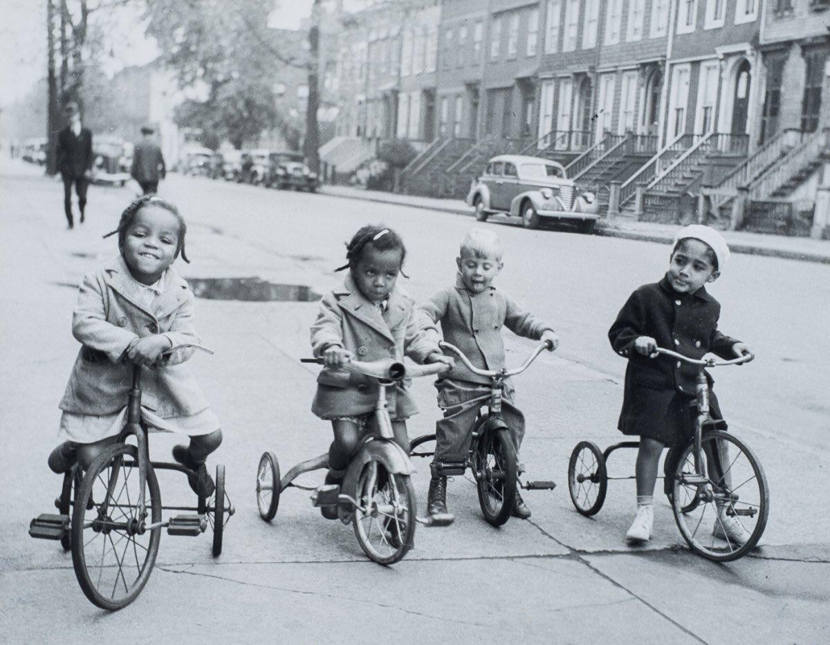 всегда черно белые ретро фото велосипеды стоит уже