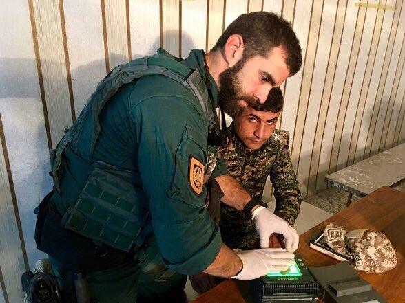 قوات التحالف الدولي تدرب وتجهز قوات حرس الحدود العراقيه  DRdtOZxW4AAd-wY