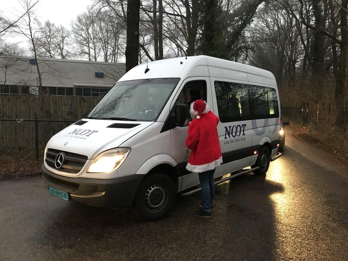 Joho joho. De kerstman bedankt alle chauffeurs van de leerlingen van Lichtenbeek!