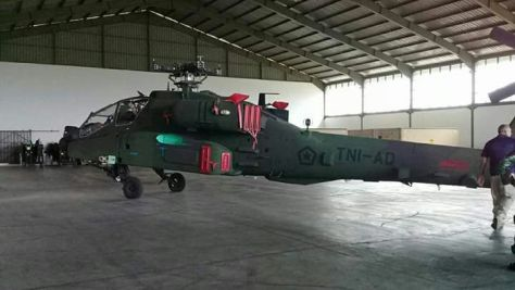واشنطن تبيع اندونيسيا 8 مروحيات اباتشي DRfI130WAAAF5sW