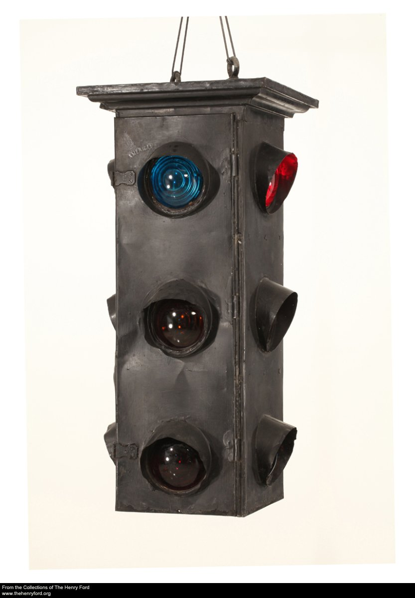 1920 : First Automatic Tri-Color Traffic Signal in Detroit