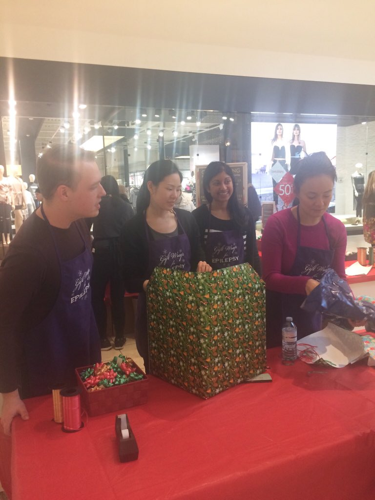 EpLink gift wrapping elves in action @DufferinMall ! @epilepsytoronto #giftwrapforepilepsy #givingback #holidays2017 <br>http://pic.twitter.com/s0l0wKfwvu