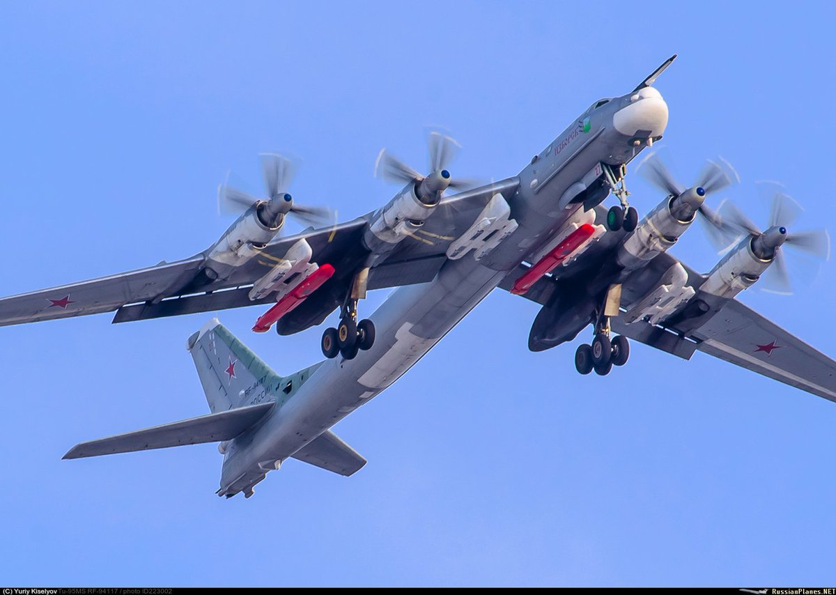 ms 95 This is a rare sight at the tu-95 at work from the inside this video is not mine, i found it on the web and they are not located anywhere on youtube.
