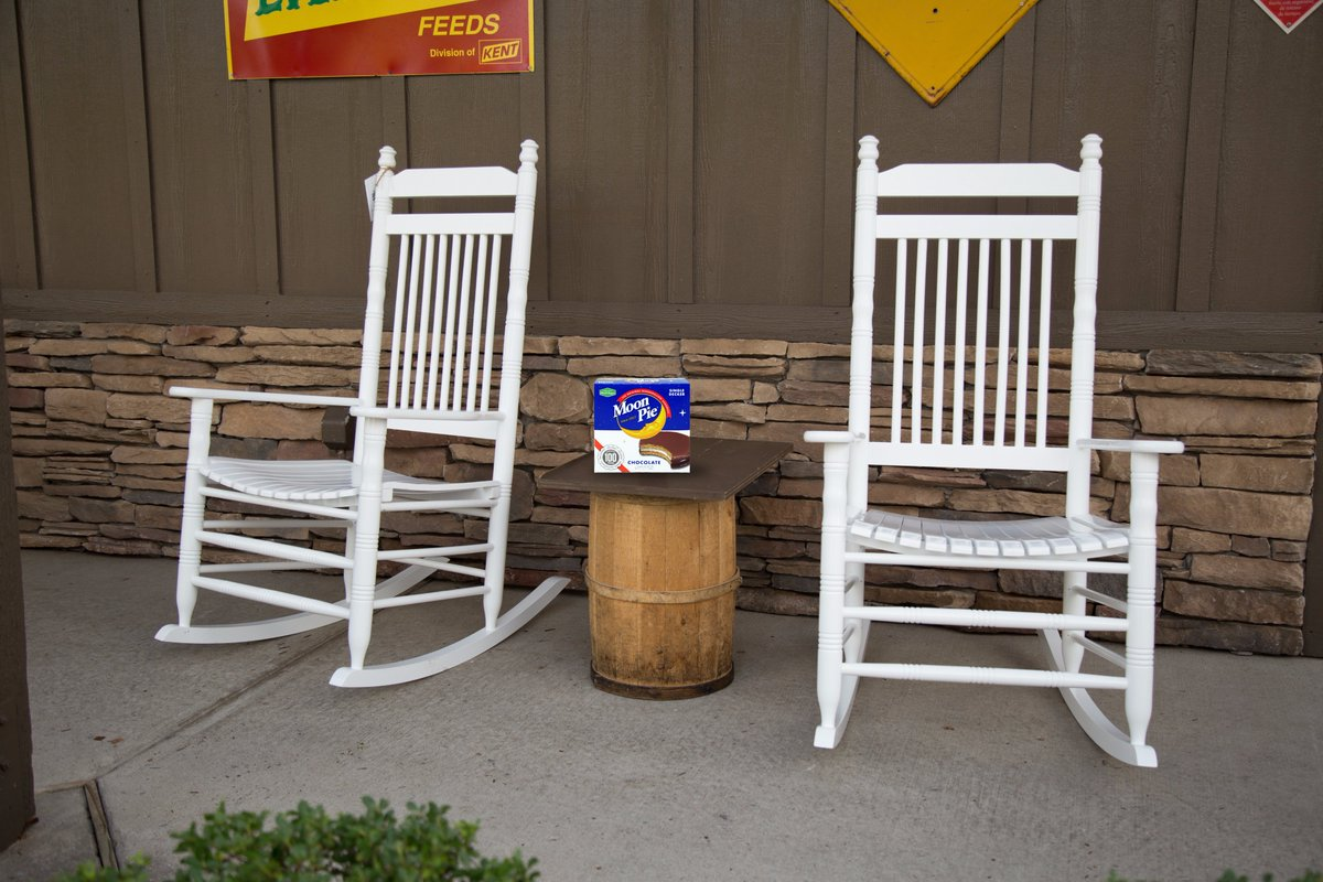 Cracker Barrel On Twitter Hey Peterfrost We Ve Got Moonpie At Every Location You Haven T Lived Til You Ve Tried One On Our Front Porch Https T Co Wzfn25pvww Cracker barrel rocks, rockin at the barrel, these chairs rock, this rocks! cracker barrel on twitter hey