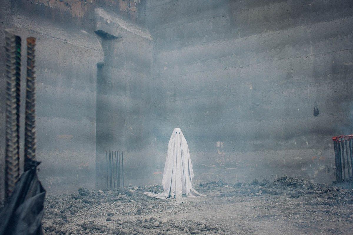 RT @Citazine #Cinema Film de fantôme d'une subtilité et d'une originalité remarquables, #AGhostStory suit le destin d'un spectre bien au delà de sa propre histoire et tente d'y trouver un sens, embarquant le spectateur dans une quête aussi poétique que fascinante. 👻💕