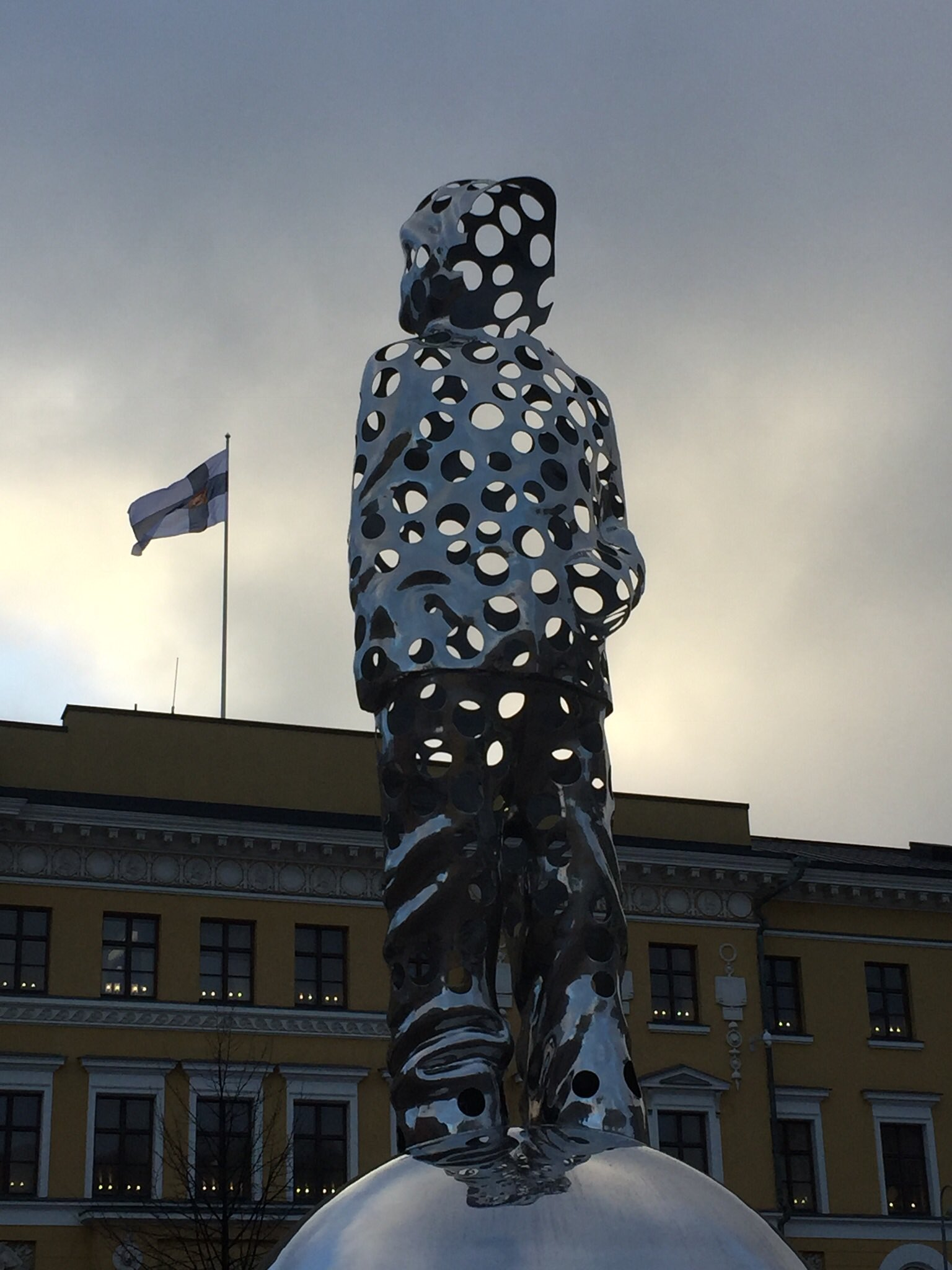There is 5 hr 49 min daylight in #Helsinki on the shortest day of the year. #wintersolstice2017 https://t.co/Qtuwws1LXj