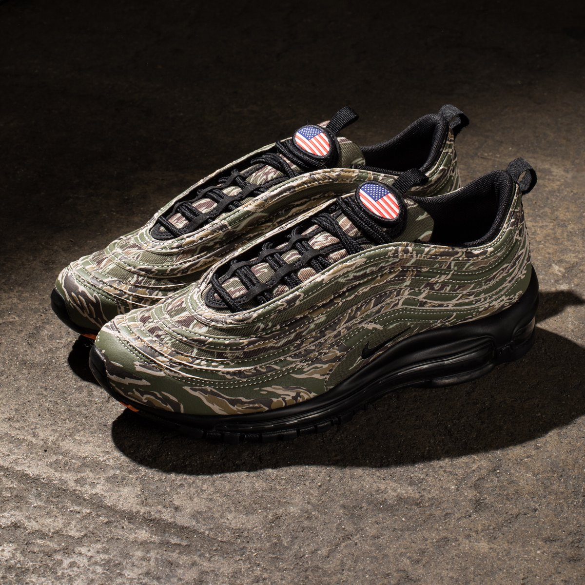 SOLELINKS Europe on Twitter: Undefeated X Nike Air Max 97