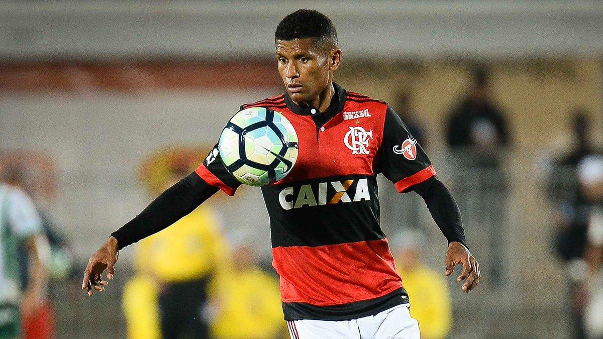 Para você, em qual clube Márcio Araújo deve jogar em 2018?  🔁 RT = Chape ❤ Curtir = Flamengo