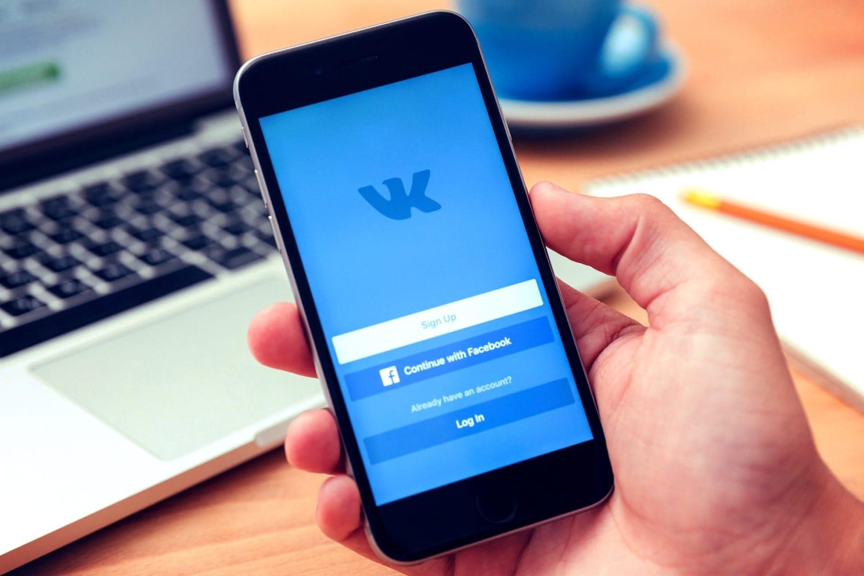 mobilnoe-prilozhenie-vkontakte-krasotki-dayut-vo-vse-dirochki