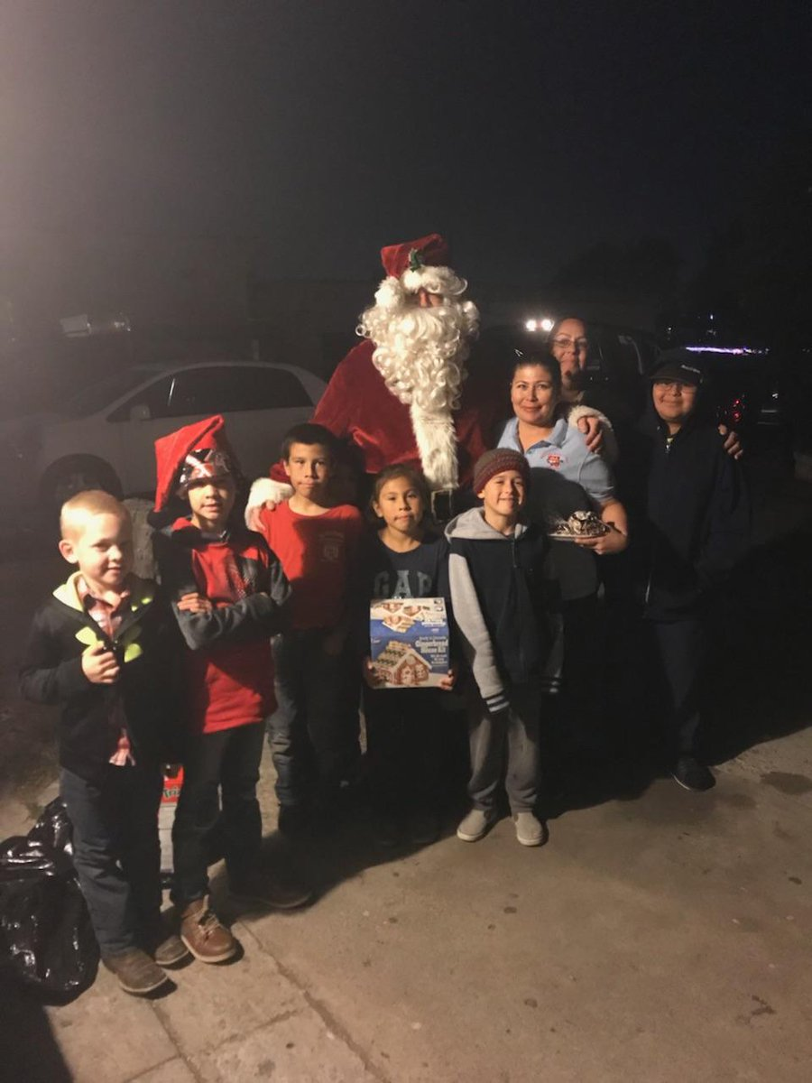 Someone received a visit and #gifts  from #Santa ! Would you like to give to a family this holiday season? Check out ways you can #give :  https://hubs.ly/H09tcPL0