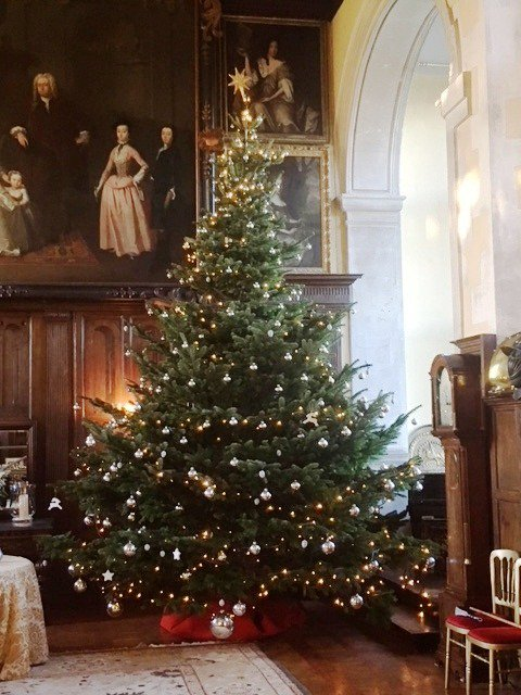 The Loseley Park team would like to wish all our clients, suppliers, visitors and supporters a very merry Christmas and a Happy New Year.  2018 will be an exciting year with new projects in the pipeline which we will be telling you about on social media over the coming months.