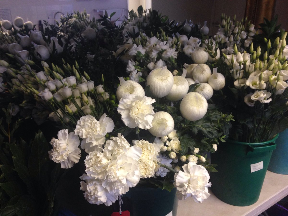 Andrew lythall on twitter behind the scenes just some of the andrew lythall on twitter behind the scenes just some of the beautiful flowers which are being arranged for christmas bhamcathedral izmirmasajfo Gallery