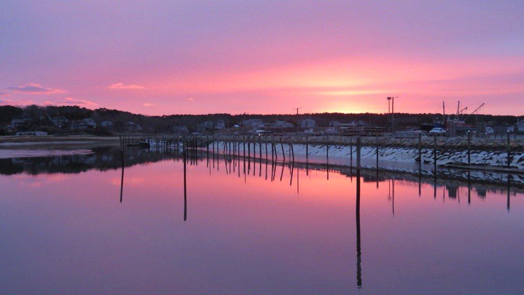 RT @capecast: Dawn today at wellfleet harbor! #capecod @capecod_online @capecodtimes https://t.co/6zAHU3aaaJ