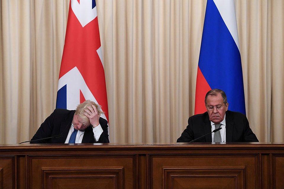 """""""Правосуддя має восторжествувати"""": голова МЗС Великої Британії Джонсон поклав квіти на місці вбивства Нємцова - Цензор.НЕТ 135"""