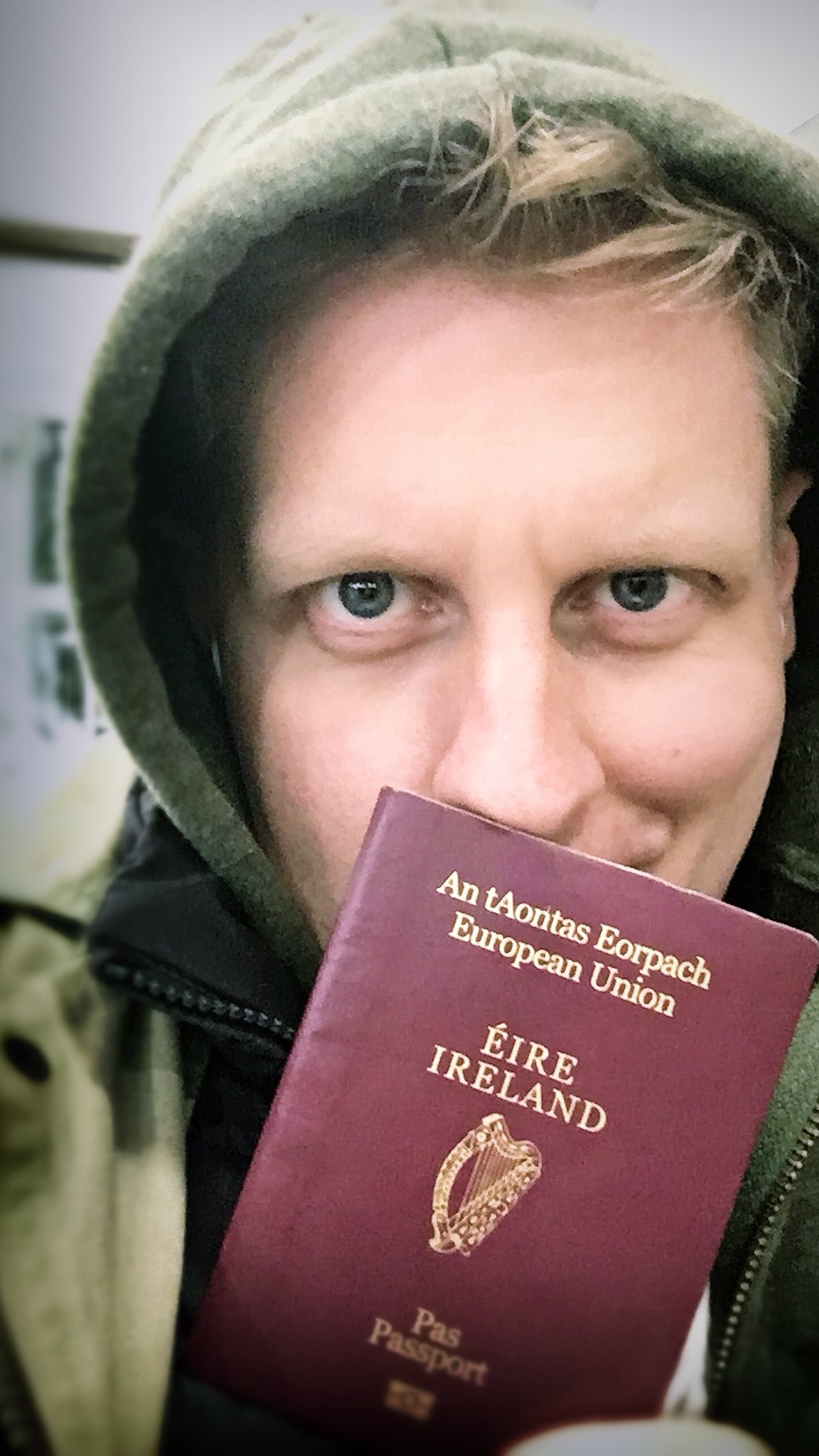 At the airport, just about to use my beautiful red passport....   Au revoir, London! X https://t.co/zC9kO5Arkw