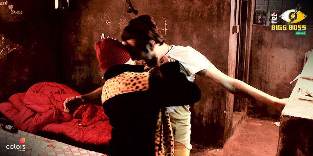 बिग बॉस 11 रिव्यू : अपने व्यवहार के लिए शिल्पा शिंदे ने मांगी हिना खान से माफ़ी, बना दिया उन्हें कैप्टेन !
