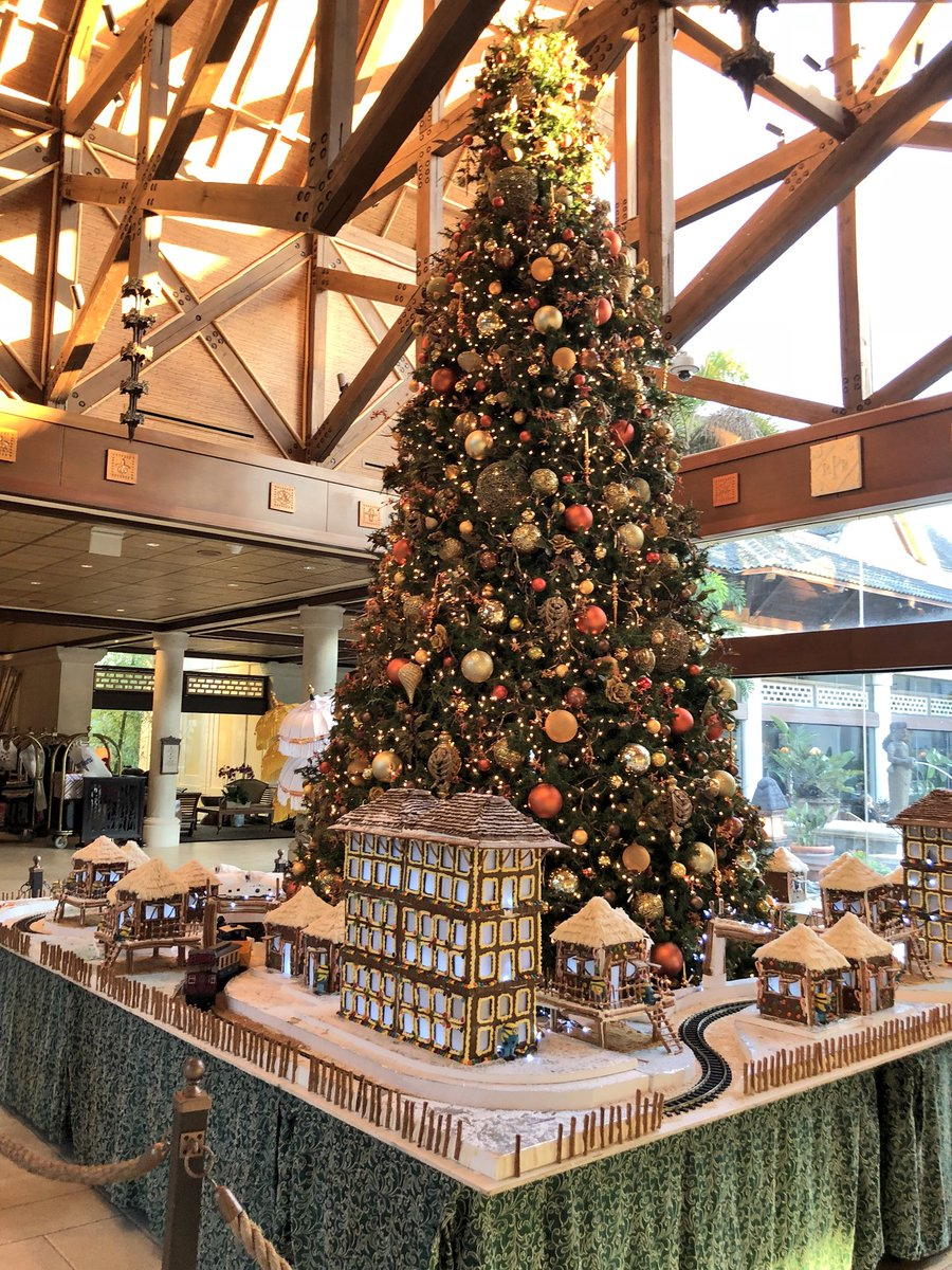 Touringplans On Twitter Amazing Model Train Set With Minion Gingerbread Village Under The Main Christmas Tree At Loews Hotels Royal Pacific Resort Universalorl Holidaylikethis Https T Co O3bwdza9b1