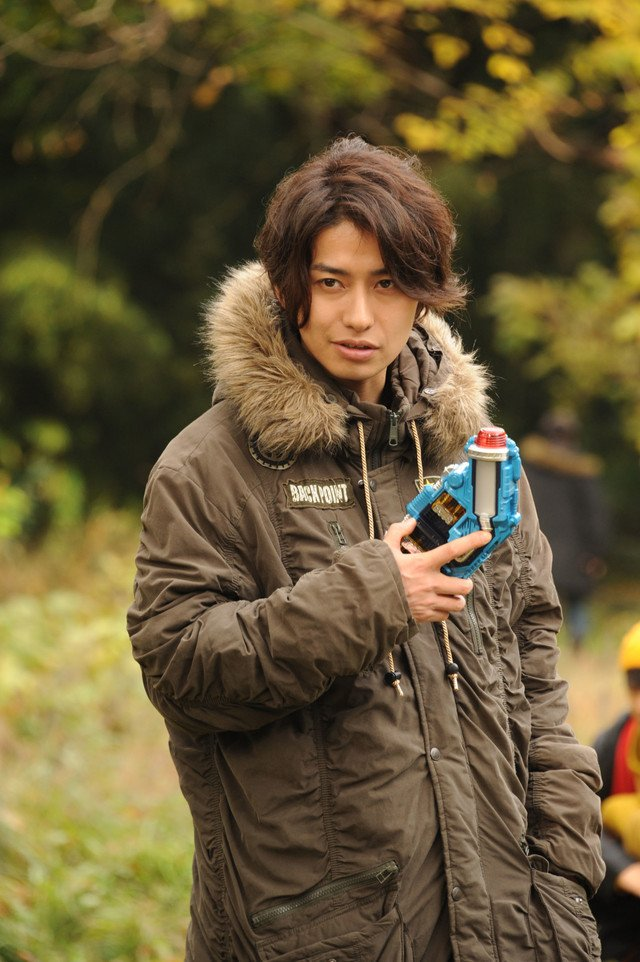 特別な光耀12 on twitter sorry kouhei takeda returns as kamen rider grease after previously playing kurenai otoya in kamen rider kiva 10 years ago https t co jmg87tk4g0 kamen rider grease