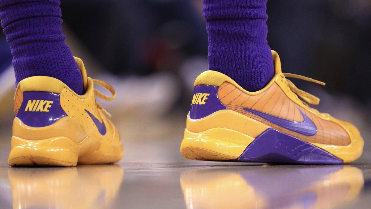 "joshhart pulled out the ""Snake Pool"" Hyperdunk Low from 2010 tonight  against the Warriors.  KicksOnCourt  NiceKicks 📷   Lakers…  https   t.co Aixjc9nxa8"