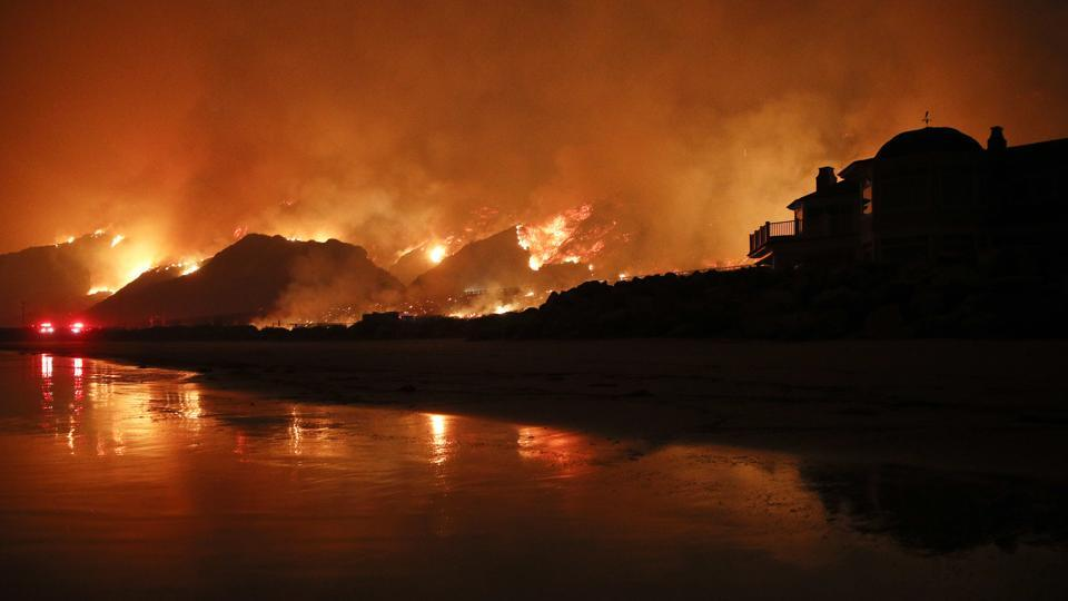 #CaliforniaWildfires largest since 1932 in the US state https://t.co/Hams9EDi4J