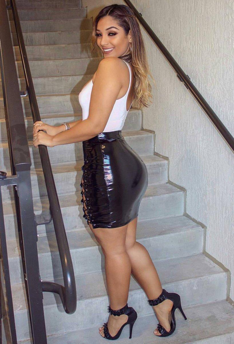 Girl #Skirt #Legs #Heels