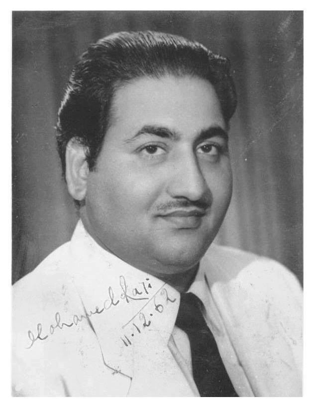 """""""Na Fankar Tujhsa Tere Baad Aaya, Mohammad Rafi Tu Bahut Yaad Aaya"""" December 24 marks the 93rd birth anniversary of #MohammedRafi, one of the greatest singers in Indian film music industry ever, who gave Indian cinema 40 golden years of haunting melodies. @rafiologypic.twitter.com/I5m95N91rh"""