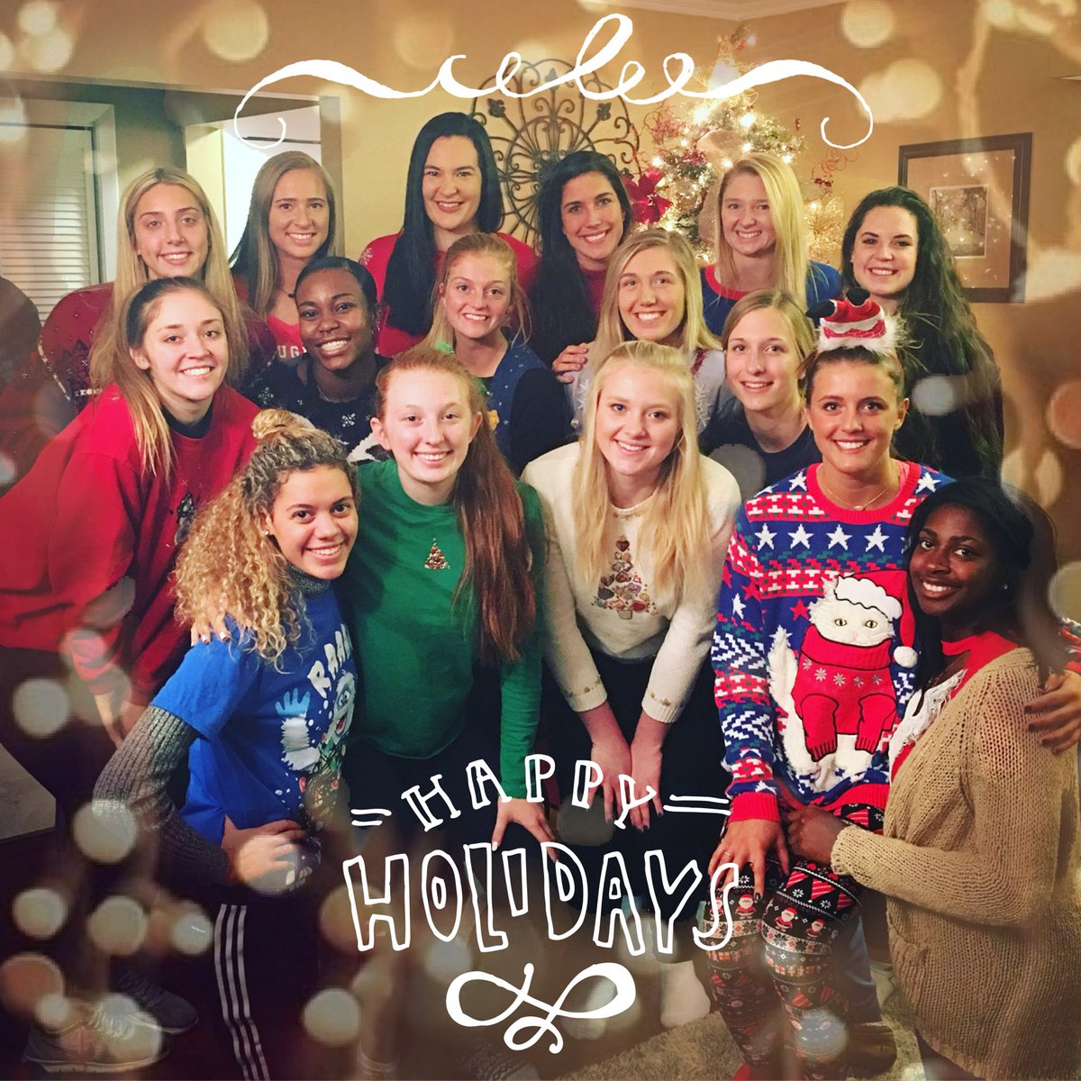 Happy Holidays from Western Illinois Volleyball! @WIUAthletics #ThankfulForFamily @WesternILUniv<br>http://pic.twitter.com/5TvNxVczBe