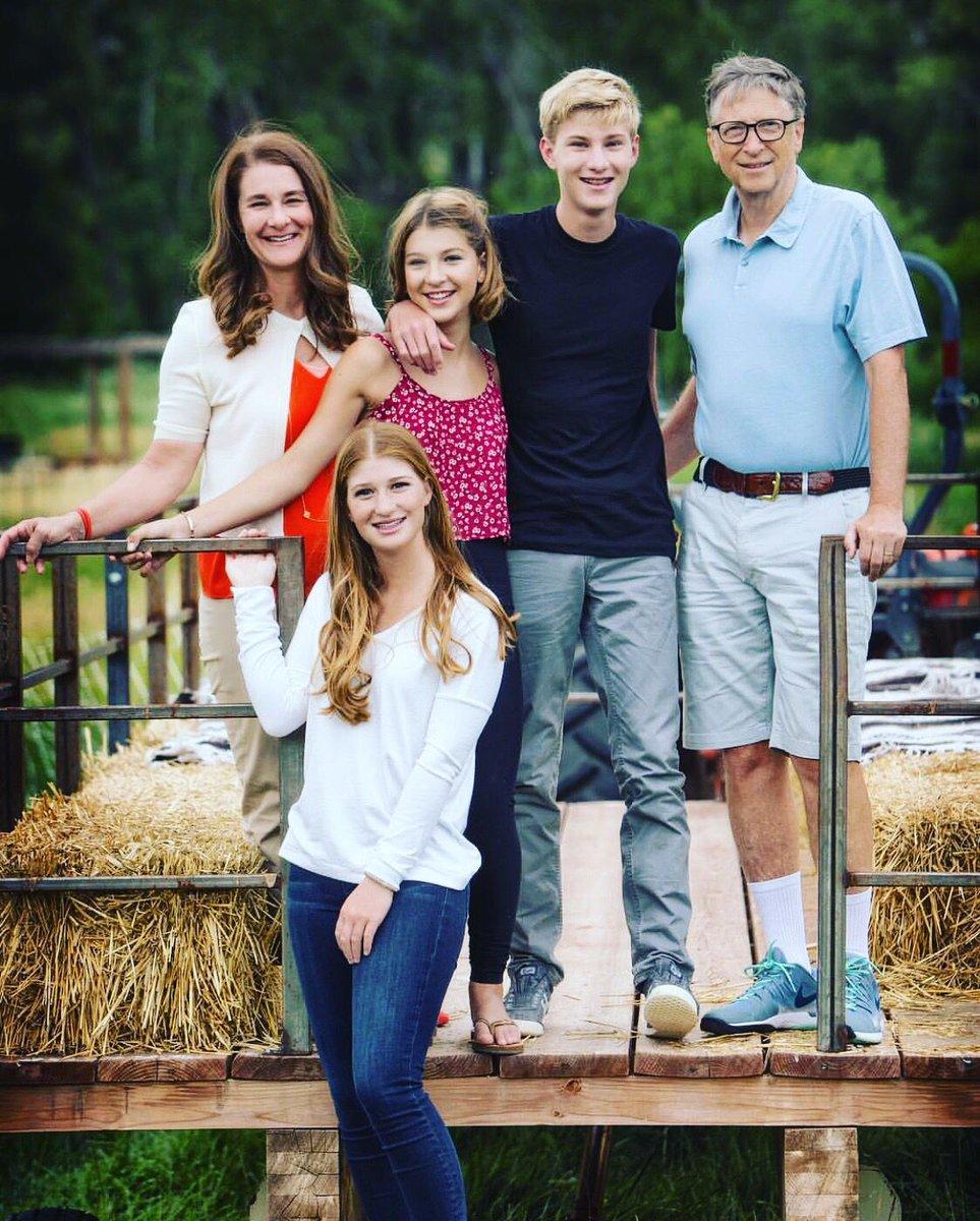 Cuántas marcas de súper lujo observas en la familia ? lo material importa, te hace feliz ?  #reflection #lessismore #leadership #coaching https://t.co/RFzgbv8TWe