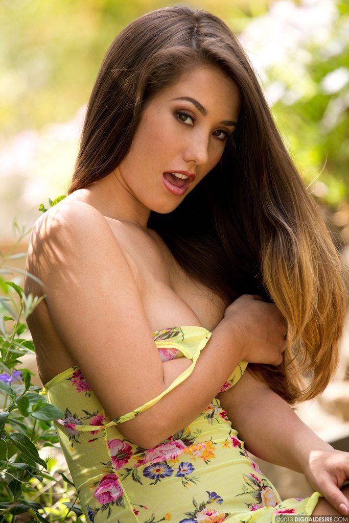 eva lovia topless