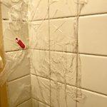 年末の大掃除に試す価値あり?風呂のタイルの汚れを取るにはサランラップが有効!