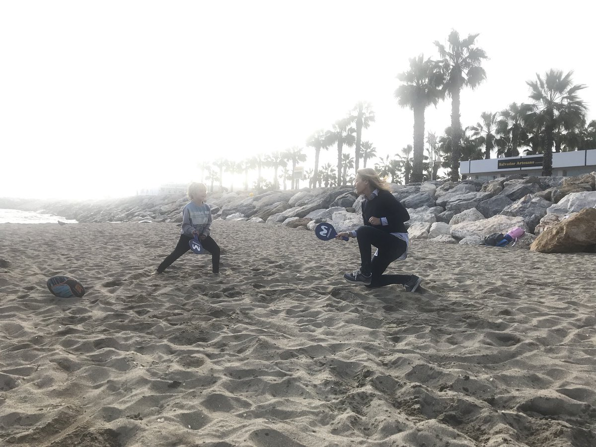 Theresa Zabell On Twitter Juegos De Playa En Familia Con Palas