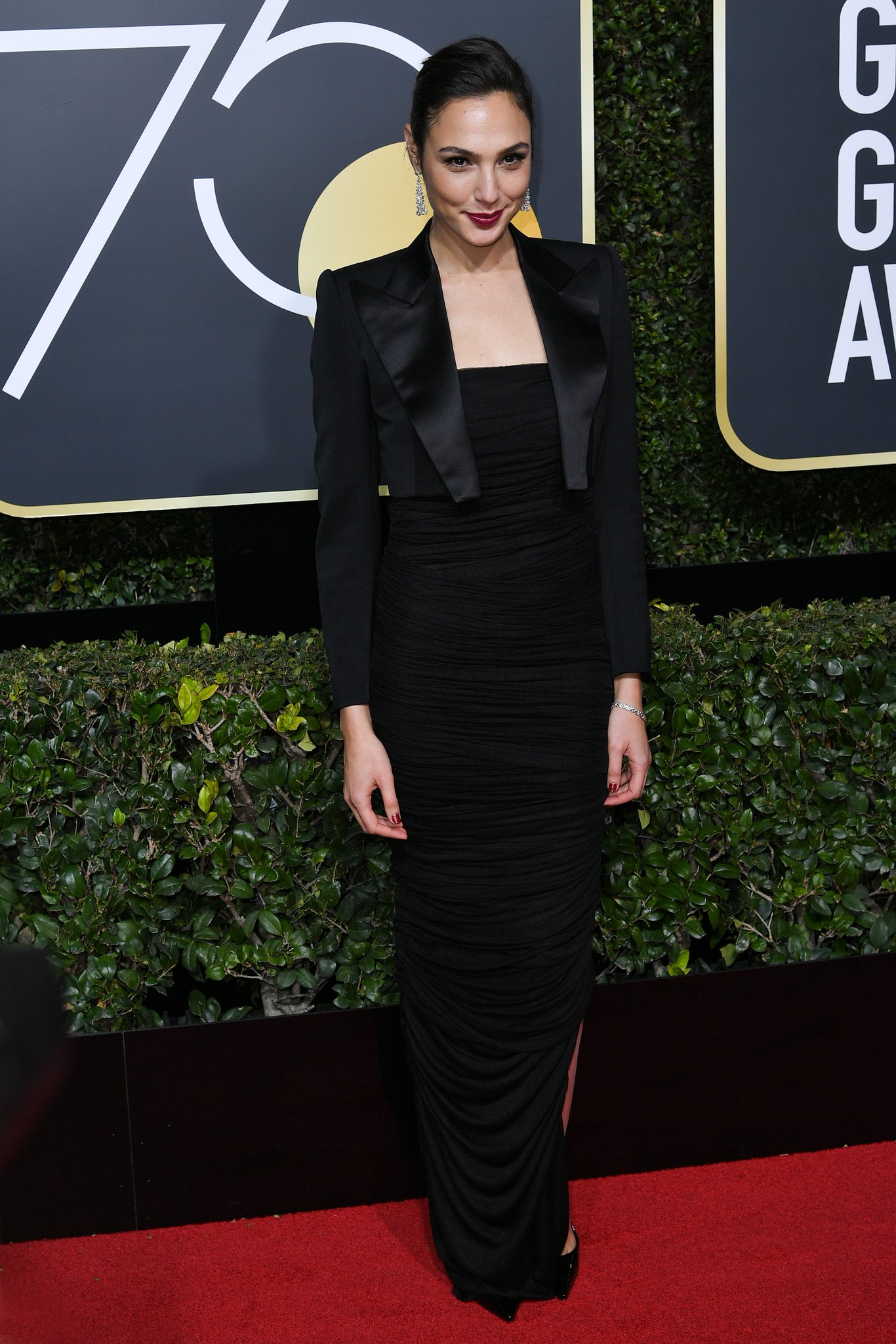 Wonder Woman herself, @GalGadot, is on the #GoldenGlobes red carpet https://t.co/zxoIAGm1bW https://t.co/1DdAsjTxaU