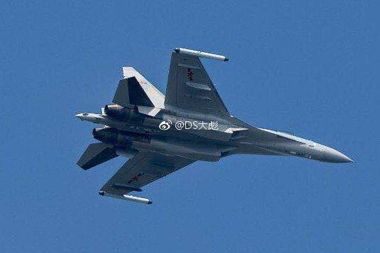 الصين ستتسلم الدفعة الأولى من مقاتلات Sukhoi-35 قبل حلول 25 ديسمبر الجاري وتشمل 4 مقاتلات DS04afrVMAAsOel