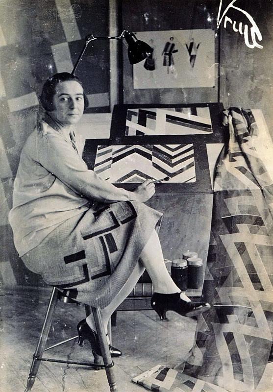 """daniel molina on Twitter: """"Tres mujeres, vestidos simultáneos, 1925. Obra  de Sonia Delaunay #RayoArte… """""""