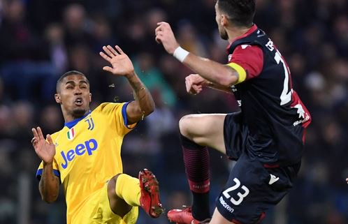 Com Douglas Costa de garçom, Juventus vence fora e segue na cola do Napoli https://t.co/hEWIkRJD46