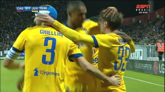 Veja a assistência de Douglas Costa e o gol de Bernardeschi que abriu o placar para a Juventus! https://t.co/Fs0o0bCLIv
