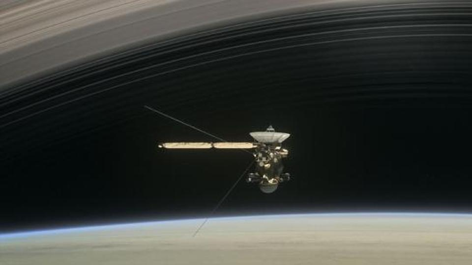 Saturn's moon titan has earth-like features, shows new ...