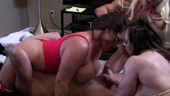 Sold! This vid is on fire! Dr. Feel Good. Get yours here https://t.co/7k7IvRbPxk @manyvids #MVSales https://t