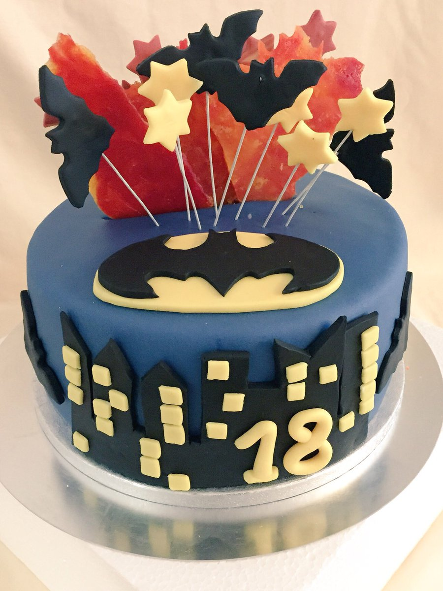 Miss Cupcake Berlin On Twitter Batman Torte Vs Feuerwerk Torte