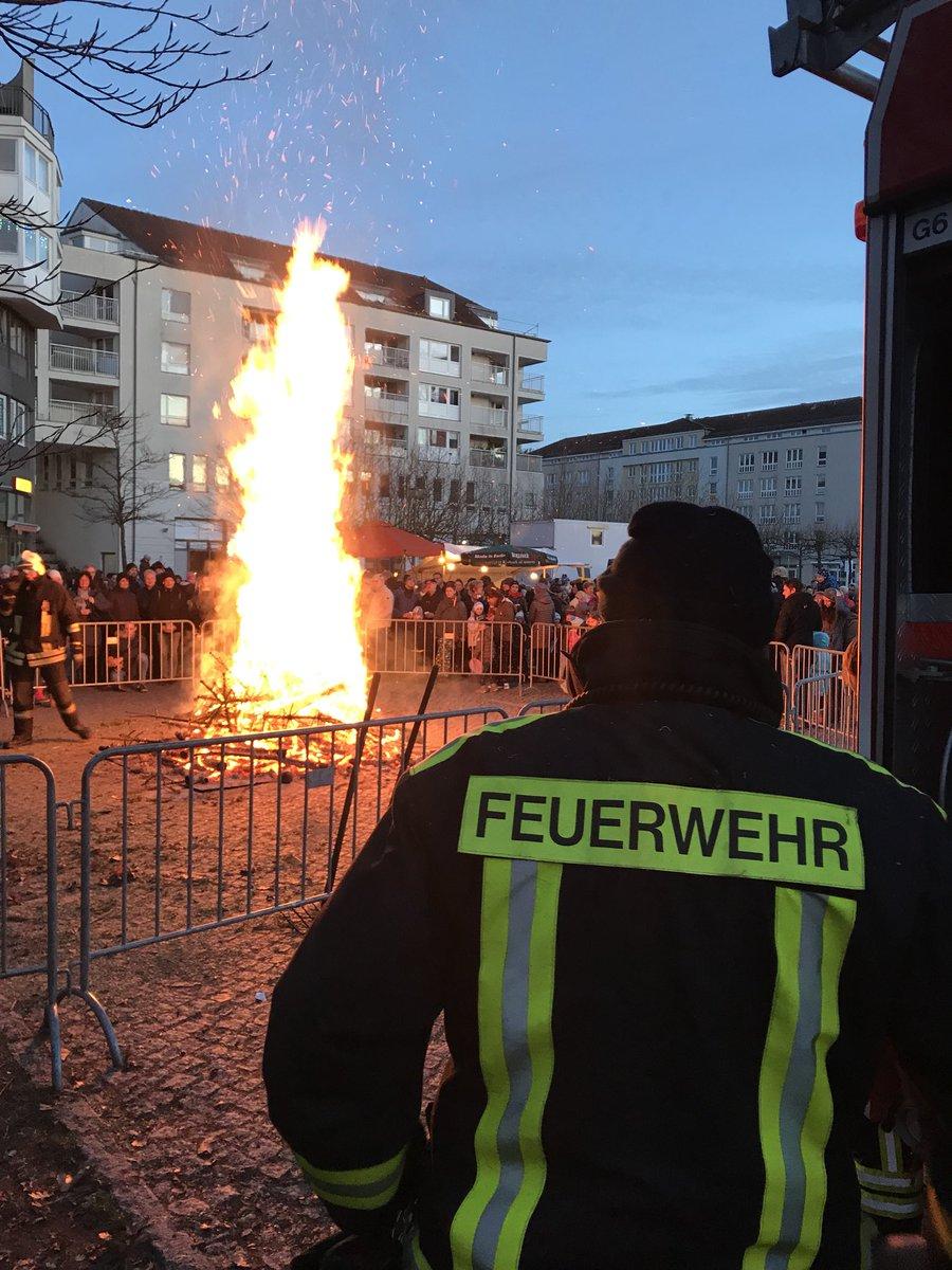 Weihnachtsbaum Service.Feuerwehr Potsdam On Twitter Brandgefahr Durch Trockene