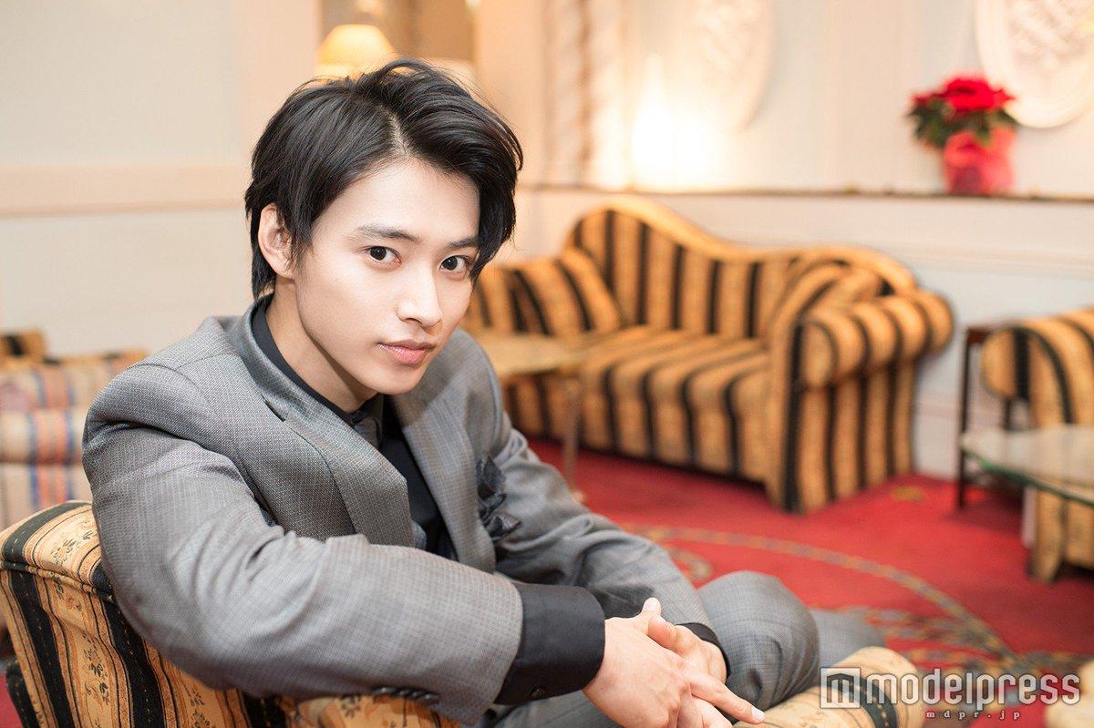 【今夜10時スタート】 新ドラマ #トドメの接吻 #山﨑賢人 がクズなNo.1ホスト役で主演🌹 @t…